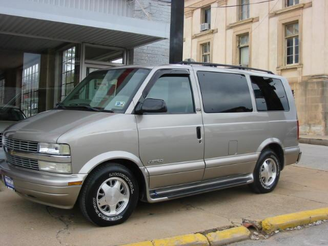 2002_Chevrolet_Astro_2002-keyless-entry